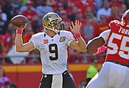 KANSAS CITY, MO - OCTOBER 23:  Quarterback Drew Brees #9 of the New Orleans Saints passes against the Kansas City Chiefs during the second half on October 23, 2016 at Arrowhead Stadium in Kansas City, Missouri.  (Photo by Peter G. Aiken/Getty Images) *** Local Caption *** Drew Brees