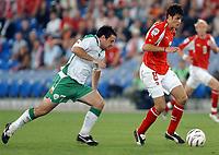 Irlands Andy Reid gegen den Schweizer Tranquillo Barnetta.© Alexander Wagner/EQ Images<br /> <br /> <br /> NORWAY ONLY
