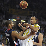 Fenerbahce Ulker's Lynn Terence GREER (R) and Efes Pilsen's Preston SHUMPERT (L) during their Turkish Basketball league Play Off Final third leg match Fenerbahce Ulker between Efes Pilsen at the Abdi Ipekci Arena in Istanbul Turkey on Tuesday 25 May 2010. Photo by TURKPIX