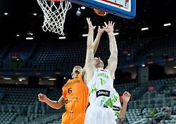 08-09-2015 CRO: FIBA Europe Eurobasket 2015 Slovenie - Nederland, Zagreb<br /> De Nederlandse basketballers hebben de kans om doorgang naar de knockoutfase op het EK basketbal te bereiken laten liggen. In een spannende wedstrijd werd nipt verloren van Slovenië: 81-74 / Worthy de Jong of Netherlands vs Zoran Dragic of Slovenia. Photo by Vid Ponikvar / RHF