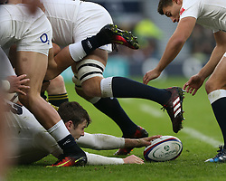 12 November 2016 Twickenham : Rugby Union International Match : England v South Africa :<br /> Elliot Daly sets the ball up for England scrum half Ben Youngs, at a ruck.<br /> Photo: Mark Leech