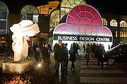 Preview evening for the London Art Fair. Business Design Centre. Islington. London. 13 January 2009.  *** Local Caption *** -DO NOT ARCHIVE -Copyright Photograph by Dafydd Jones. 248 Clapham Rd. London SW9 0PZ. Tel 0207 820 0771. www.dafjones.com<br /> Preview evening for the London Art Fair. Business Design Centre. Islington. London. 13 January 2009.