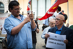 June 6, 2017 - Rome, Italy - Garrison at the Piazza Montecitorio of the committee to Constitutional Democracy on the electoral law in question at the Chamber of Deputies. (Credit Image: © Andrea Ronchini/Pacific Press via ZUMA Wire)