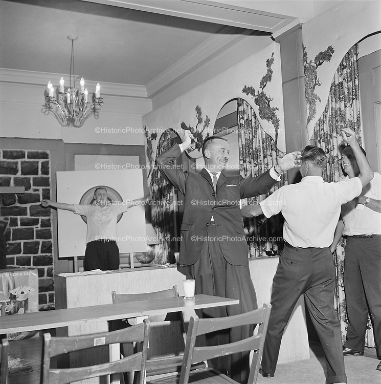 Y-620916-17-05. Oregon Restaurant Association first annual convention, Hotel Gearhart, Surfside Motel. September 16/17/18, 1962