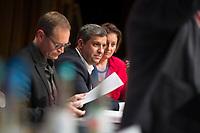DEU, Deutschland, Germany, Berlin, 17.11.2018: SPD-Fraktionschef Raed Saleh beim Landesparteitag der Berliner SPD im Hotel Maritim. Vorn Michael Müller, SPD-Landesvorsitzender und Regierender Bürgermeister von Berlin.