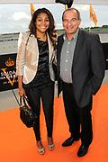 Premiere nieuwe cast Soldaat van Oranje<br /> Caption op het voormalige vliegveld Valkenburg in Katwijk. De musical blijft hier nog tot en met januari 2012 te zien in de TheaterHangaar. <br /> <br /> Op de foto:<br /> <br />  Maurice de Hond en partner Mari Petell Rodiguez