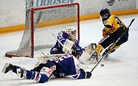 Ishockey , Get - ligaen ,<br /> Kvartfinale 2 av 7<br /> 04.03.2013 <br /> Hamar OL-Amfi<br /> Storhamar  Dragons  v Sparta <br /> Foto:Dagfinn Limoseth  -  Digitalsport<br /> Jonatan Bjurö , Sparta og Lars Løkken Østli , Storhamar