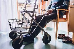 THEMENBILD - ein alter Mann sitzt auf einem Stuhl vor einem Fenster. Vor ihm steht seine Gehhilfe, ein praktischer Rollator, aufgenommen am 12. Februar 2020 in Kaprun, Oesterreich // an old man sitting on a chair outside a window. In front of him stands his walking frame, a practical walker, in Kaprun, Austria on 2020/02/12. EXPA Pictures © 2020, PhotoCredit: EXPA/Stefanie Oberhauser