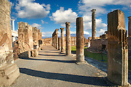 Roman Temple of Apollo  Pompeii archaeological site, Italy .<br /> <br /> If you prefer to buy from our ALAMY PHOTO LIBRARY  Collection visit : https://www.alamy.com/portfolio/paul-williams-funkystock/pompeii.html<br /> Visit our CLASSICAL WORLD HISTORIC SITES PHOTO COLLECTIONS for more photos to buy as buy as wall art prints https://funkystock.photoshelter.com/gallery-collection/Classical-Era-Historic-Sites-Archaeological-Sites-Pictures-Images/C0000g4bSGiDL9rw