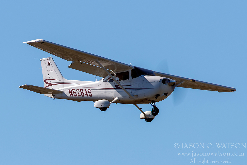 Cessna 172S (N5284S) on approach to Palo Alto Airport (KPAO), Palo Alto, California, United States of America