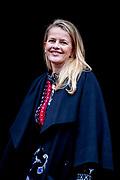 Uitreiking van de Prins Claus Prijs 2017 aan de Braziliaanse filmmaker en rechtenactivist Vincent Carelli en de Chinese ontwerper nieuwe media en milieuactivist Ma Jun in het Koninklijk Paleis op de Dam.<br /> <br /> Presentation of the Prince Claus Award 2017 to the Brazilian filmmaker and rights activist Vincent Carelli and the Chinese designer new media and environmental activist Ma Jun at the Royal Palace on Dam Square.<br /> <br /> Op de foto / On the photo:  Prinses Mabel / Princess Mabel