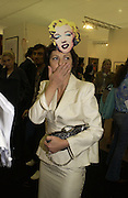 Isabella Blow. Frieze opening. Regents Park.  London. 20 October 2005. ONE TIME USE ONLY - DO NOT ARCHIVE © Copyright Photograph by Dafydd Jones 66 Stockwell Park Rd. London SW9 0DA Tel 020 7733 0108 www.dafjones.com