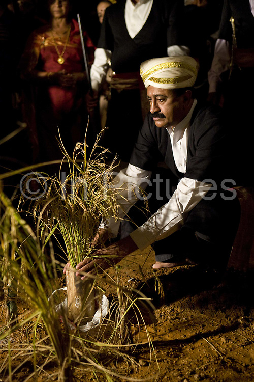 The annual Huttari harvest celebrations are the main event of the year of the locals of Madikeri and Coorg. Coorg or Kadagu is the largest coffee growing region of India, in the state of Karnataka, the inhabitants - the Kodavas have been cultivating crops such as coffee, black pepper and cardamon for many generations.