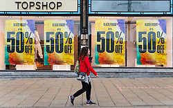 Glasgow, Scotland, UK. 20 November 2020. On the day when the severest level 4 lockdown will be imposed at 6pm, shoppers are out on the streets of Glasgow doing last minute Christmas shopping before the shops close for 3 weeks. Pictured;  Iain Masterton/Alamy Live News