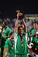 Fotball<br /> Irak<br /> Foto: imago/Digitalsport<br /> NORWAY ONLY<br /> <br /> 10.12.2005<br /> Nashat Akram Abid Ali<br /> <br /> Westasienmeister Irak - Nashat Akram Abid Ali jubelt mit dem Siegerpokal