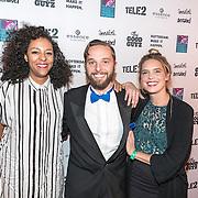 NLD/Rotterdam/20161102 - MTV Music Week Official Opening Party 2016, Sue the Night, Nana Effah-Bekoe (basgitaar & backing vocals), Matthijs Barnhoorn (violist & backing vocals), Suus de Groot (lead vocals & gitaar)