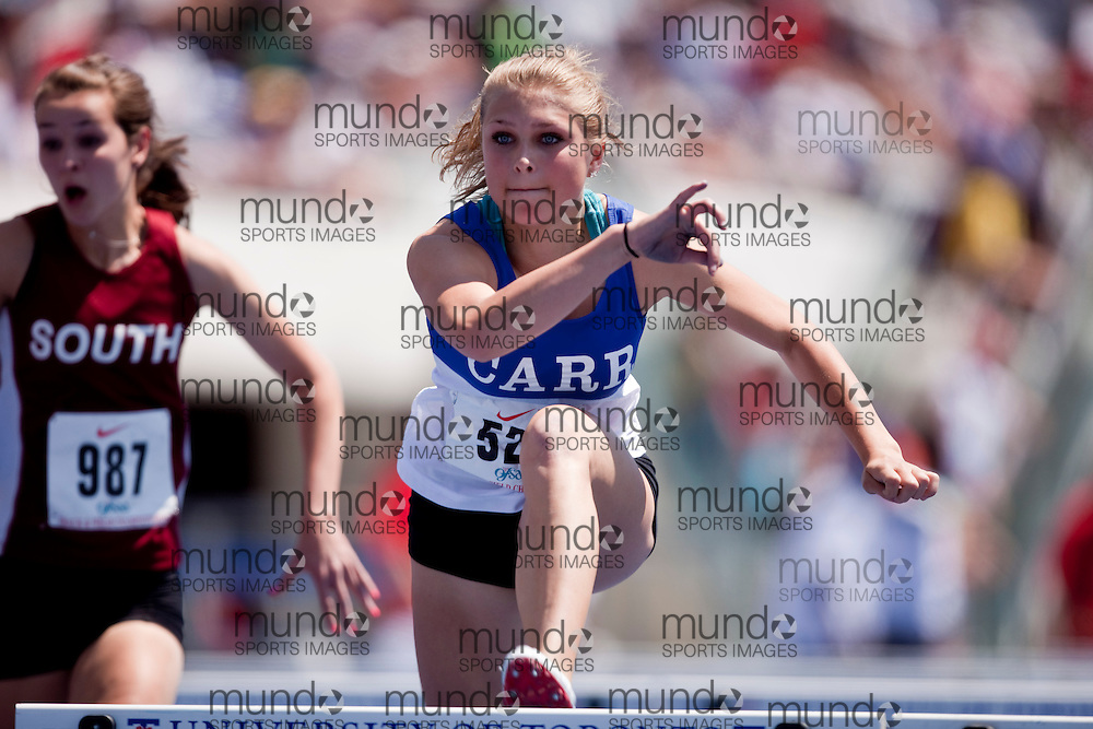 Toronto, Ontario ---05/06/09--- Arianna Jorgensen    competes at the 2009 OFSAA Track and Field Championships at the University of Toronto, June 4, 2009..GEOFF ROBINS Mundo Sport Images