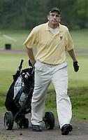 ARNHEM - Brian Adams met golfcar. . Voorjaarswedstrijden Golf heren op de Rosendaelsche Golfclub COPYRIGHT KOEN SUYK