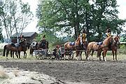 """Te Paard - Historisch paardenspektakel bij het Nationaal Militair Museum  - NMM. Tijdens 'Te Paard!' ontdekken bezoekers de rol van het paard binnen de krijgsmachten van vroeger en nu. Naast een show in de arena zijn er verschillende demonstraties.<br /> <br /> Op de foto:  Show in de arena met Korps rijdende atillerie """" de gele rijders """""""