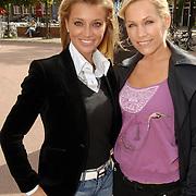 NLD/Amsterdam/20060904 - Perspresentatie undercover Lover, presentatrice Tanja Jess en Veronique de Kock