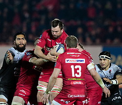 Scarlets' David Bulbring claims the restart<br /> <br /> Photographer Simon King/Replay Images<br /> <br /> European Rugby Champions Cup Round 6 - Scarlets v Toulon - Saturday 20th January 2018 - Parc Y Scarlets - Llanelli<br /> <br /> World Copyright © Replay Images . All rights reserved. info@replayimages.co.uk - http://replayimages.co.uk