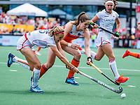 Den Bosch  - Marloes Keetels (Ned) met Anne-Sophie Weyns (Belgie)    tijdens  de Pro League hockeywedstrijd dames, Nederland-Belgie (2-0).    COPYRIGHT KOEN SUYK