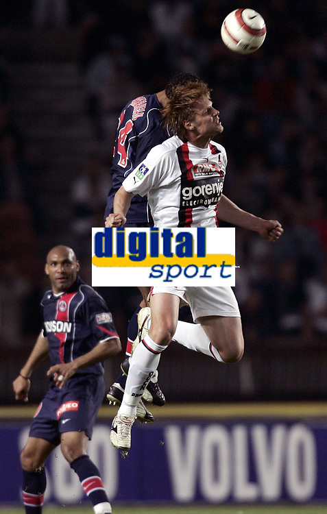 Fotball<br /> Frankrike 2004/05<br /> Paris Saint Germain v Nice<br /> 22. april 2005<br /> Foto: Digitalsport<br /> NORWAY ONLY<br /> EDGARAS JANKAUSKAS (NICE) / JOSE PIERRE FANFAN (PSG)