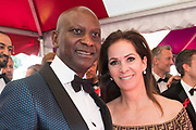 Amsterdam Diner 2019, actief een bijdrage te willen leveren aan een wereld zonder aids.<br /> <br /> Op de foto:  Annemarie van Gaal en partner Rhandy Macnack