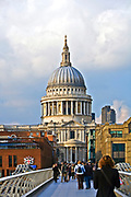 Londyn, 2009-03-05. Milenium Bridge i katedra św. Pawła