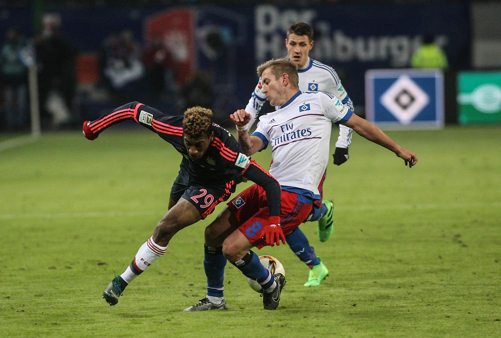 Fussball: 1. Bundesliga, Hamburger SV - FC Bayern Muenchen, Hamburg, 22.01.2016<br /> <br /> Coman K. (Bayern) - Lewis Holtby (HSV)<br /> <br /> © Torsten Helmke