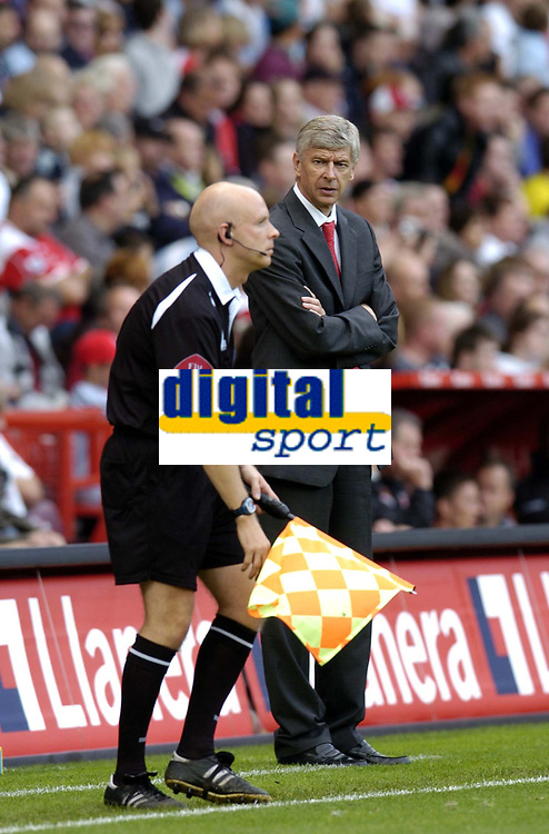 Photo: Olly Greenwood.<br />Charlton Athletic v Arsenal. The Barclays Premiership. 30/09/2006. Arsenal manager Arsene Wenger is angry with the linesman after not flagging offside.
