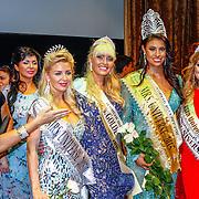 RUS/Minsk/20150829 - Mrs. Universe verkiezing 2015, Sophia de Boer en winnares Ashley Callingbull