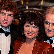 NLD/Amsterdam/20081208 - Premiere Wit Licht, Linda van Dijck , partner Jaap Nolst Trenite en zoon Jame