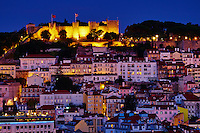 Portugal, Lisbonne, la ville et le Castelo Sao Jorge ou chateau Saint Georges // Portugal, Lisbon, city and Castelo Sao Jorge or Saint Georges Castle