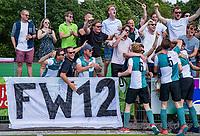 ALPHEN AAN DEN RHIJN - Alphen Heren I kampioen van de tweede klasse, na  de competitiewedstrijd HC Alphen-Athena (2-1). Alphen is kampioen in de tweede klasse. De wedstrijd stond ook in het teken van nr. 12, het shirtnummer van de vorig jaar verongelukte speler van H I, Floris Wever.    COPYRIGHT KOEN SUYK