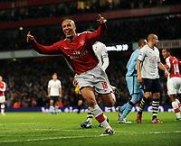 Fotball<br /> England<br /> Foto: Fotosports/Digitalsport<br /> NORWAY ONLY<br /> <br /> Mikael Silvestre Celebrates Scoring Goal<br /> Arsenal 2008/09<br /> Heurelho Gomes Tottenham Hotspur<br /> Arsenal V Tottenham Hotspur 29/10/08<br /> The Premier League