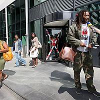 Nederland, Amsterdam , 3 juli 2014.<br /> Activist tegen Zwarte Piet wordt voor de Rechtbank geinterviewd door media na uitspraak rechtbank in een bodemprocedure over de vraag of de vergunning voor de intocht geweigerd had moeten worden.<br /> De Gemeente Amsterdam moet het besluit over de vergunning voor de Sinterklaasintocht van vorig jaar herzien, omdat de belangen van tegenstanders van Zwarte Piet niet goed afgewogen zijn.<br /> Foto:Jean-Pierre Jans