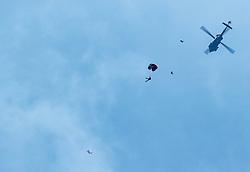 21.03.2017, Flugplatz, Zell am See, AUT, Bundesheer Übung, im Bild Soldaten des Österreichischen Bundesheeres bei einem Fallschrimsprung aus einem ikorsky UH-60 Black Hawk Hubschrauber // Soldiers of the Austrian Armed Forces during practice Skydiving Jumps from a Black Hawk Helicopter at the Airport, Zell am See, Austria on 2017/03/21. EXPA Pictures © 2017, PhotoCredit: EXPA/ JFK