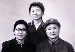 Feature on Aiping Mu, daughter of a couple who were high ranking in China but subsequently fell out of favour. Aiping Mu has written  book 'Vermillon Gate.' Collects of Aiping and her parents. 10/10/2000 Photo by Andrew Parsons/i-Images.All Rights Reserved ©Andrew Parsons/i-images.See Instructions.