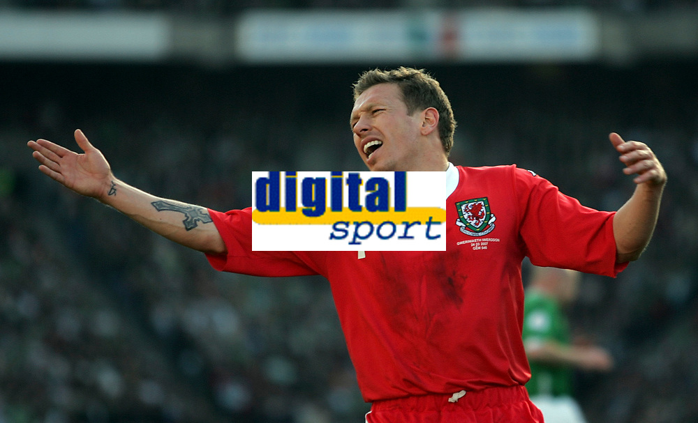 Photo: Paul Thomas.<br /> Republic of Ireland v Wales. European Championships 2008 Qualifying. 24/03/2007.<br /> <br /> Craig Bellamy, of Wales, shows his frustration.