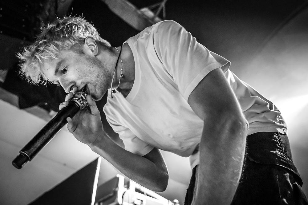 Icelandic singer-songwriter Auður at Iceland Airwaves