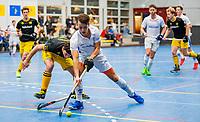 AMSTERDAM -   Boet Phijffer (Kampong) met Gijs Campbell (Den Bosch)    Zaalhockey hoofdklasse, Den Bosch H1-Kampng H1.COPYRIGHT KOEN SUYK