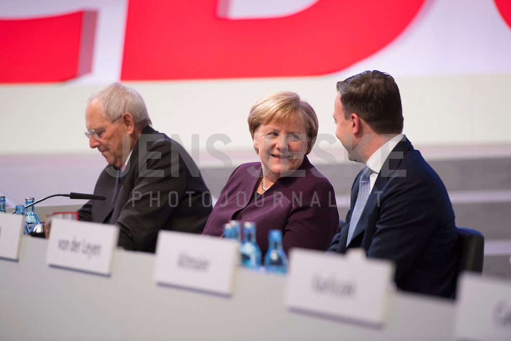 DEU, Deutschland, Germany, Leipzig, 22.11.2019:  Bundeskanzlerin Dr. Angela Merkel (CDU) im Gespräch mit CDU-Generalsekretär Paul Ziemiak beim Bundesparteitag der CDU in der Messe Leipzig.