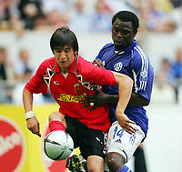 Fotball<br /> Tyskland 2004/05<br /> Schalke 04 v Vardar Skopje<br /> 17. juli 2004<br /> Foto: Digitalsport<br /> NORWAY ONLY<br /> Darko Tasevski, Gerald Asamoah Schalke