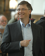 05/06/07Omaha, NE Microsoft's Bill Gates came out to support Warren Buffett as he was getting ready to play table tennis as part of event for  the Berkshire Hathaway annual meeting Sunday at Regency Court Sunday afternoon....(photo by Chris Machian/Prarie Pixel Group).