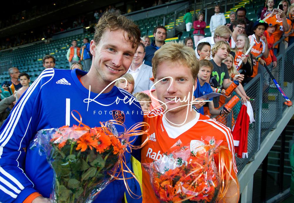DEN HAAG - Keeper Jaap Stockmann  en Klaas Vermeulen , die hun 100ste interland speelden,  na  de laatste poulewedstrijd tussen de mannen van  Nederland en Nieuw-Zeeland om de World Cup Hockey 2014. ANP KOEN SUYK