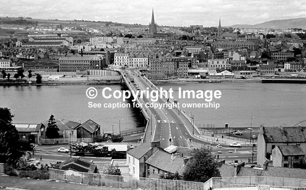 Craigavon Bridge over the River Foyle, Londonderry, N Ireland, UK. Picture taken from the Waterside district looking across to the City Side. 197705000197b.<br /> <br /> Copyright Image from Victor Patterson, Belfast, UK<br /> <br /> t: +44 28 9066 1296 (from Rep of Ireland 048 9066 1296)<br /> m: +44 7802 353836<br /> e: victorpattersonbelfast@gmail.com<br /> <br /> www.images4media.com<br /> <br /> Please see my full Terms and Conditions of Use at https://www.images4media.com/p/terms-conditions - it is IMPORTANT that you familiarise yourself with them.<br /> <br /> Images used online incur an additional cost. This cost should be agreed in writing in advance. Online images must be visibly watermarked i.e. © Victor Patterson or that of the named photographer within the body of the image. The original metadata must not be deleted from images used online.<br /> <br /> This image is only available for the use of the download recipient i.e. television station, newspaper, magazine, book publisher, etc, and must not be passed on to a third party. It is also downloaded on condition that each and every usage is notified within 7 days to victorpattersonbelfast@gmail.com.