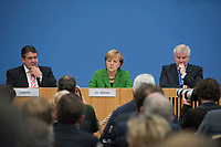 27 NOV 2013, BERLIN/GERMANY:<br /> Sigmar Gabriel (L), SPD Parteivorsitzender, Angela Merkel (M), CDU Parteivorsitzende und geschaeftsfuehrende Bundeskanzlerin, Horst Seehofer (R), CSU Vorsitzender und Ministerpraesident Bayern, Pressekonferenz zur Einigung ueber einen Koalitionsvertrag, Bundespressekonferenz<br /> IMAGE: 20131127-01-048<br /> KEYWORDS: BPK