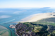 Nederland, Friesland, Terschelling (Skylge), 07-05-2018; West-Terschelling, met natuurlijk baai en vuurtoren de Brandaris. Waddenzee met in de baai de zandplaat 'Plaat'.<br /> West-Terschelling on island Terschelling, with natural bay and lighthouse.<br /> <br /> luchtfoto (toeslag op standaard tarieven);<br /> aerial photo (additional fee required);<br /> copyright foto/photo Siebe Swart