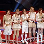 NLD/Hilversum/20061230 - 1e Live uitzending X-Factor 2006, deelnemers X6 en presentatrice Wendy van Dijk